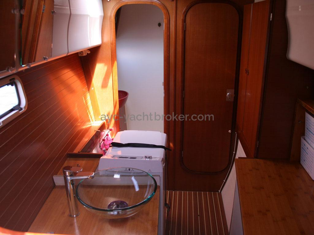 AYC - Nautitech 44 / Starboard bathroom & linen room