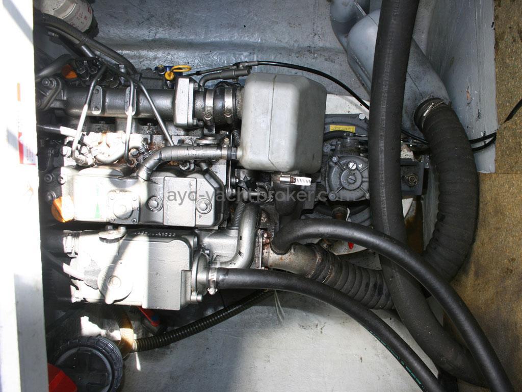 AYC - Nautitech 44 / Port engine