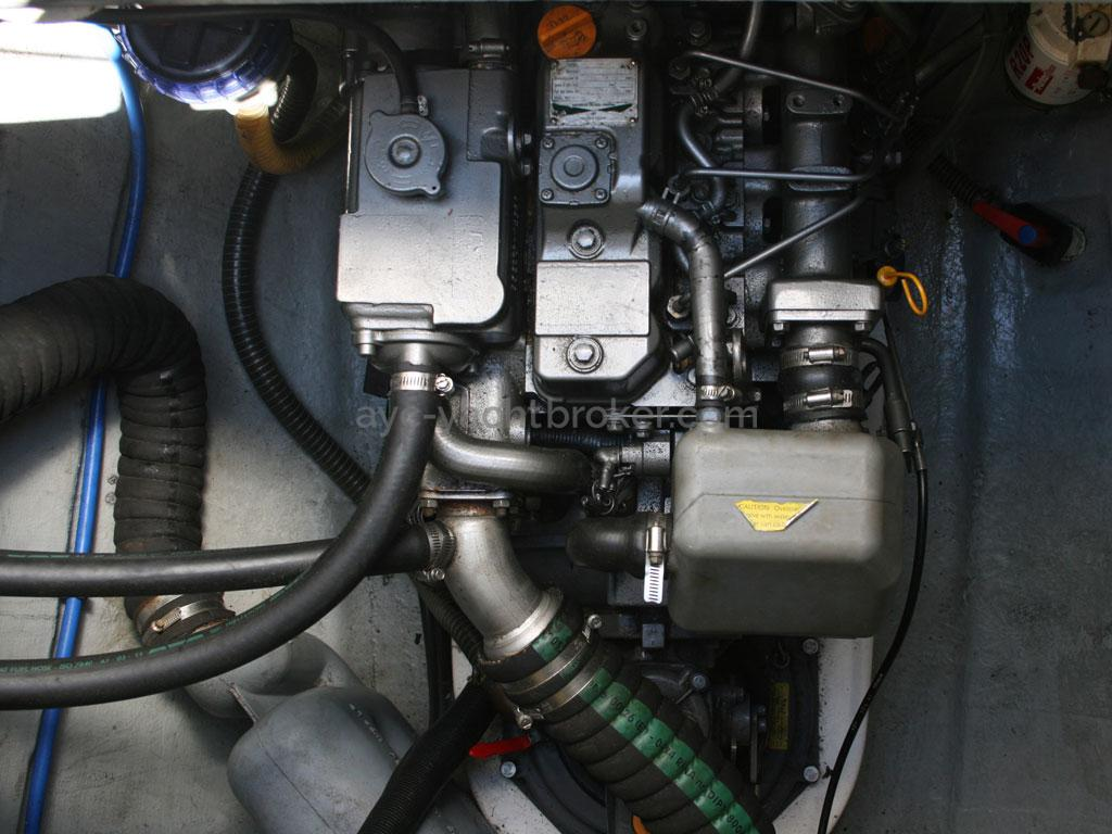 AYC - Nautitech 44 / Starboard engine