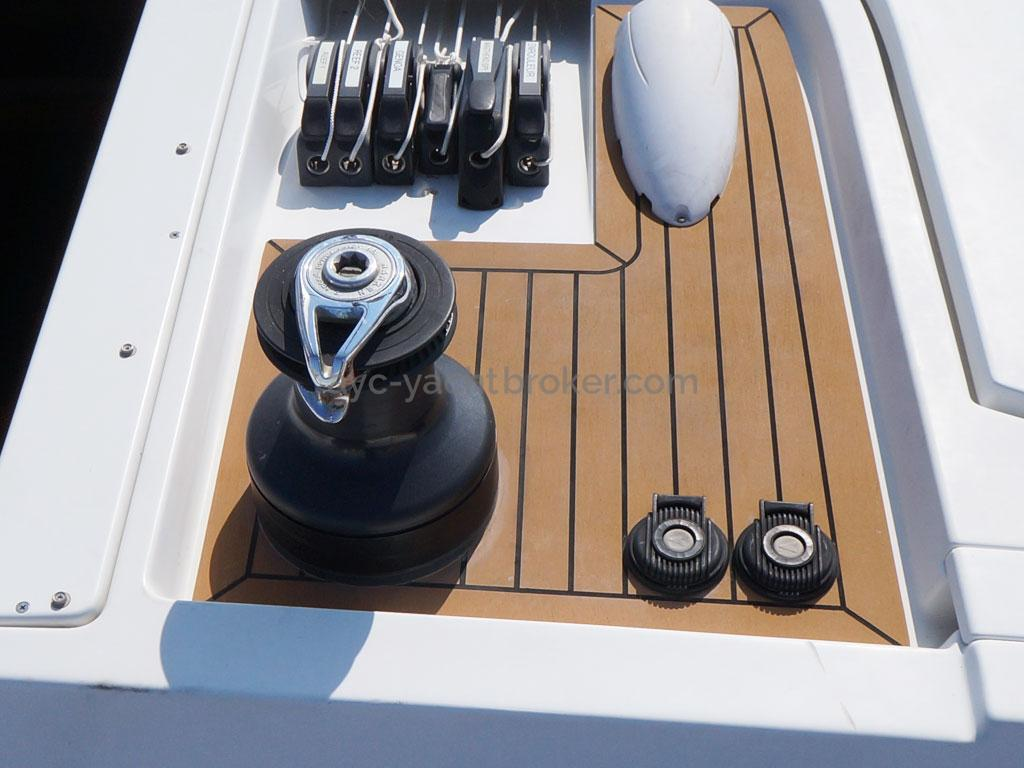 AYC Yachtbroker - GRAND SOLEIL 54 - starboard roof and jam cleats