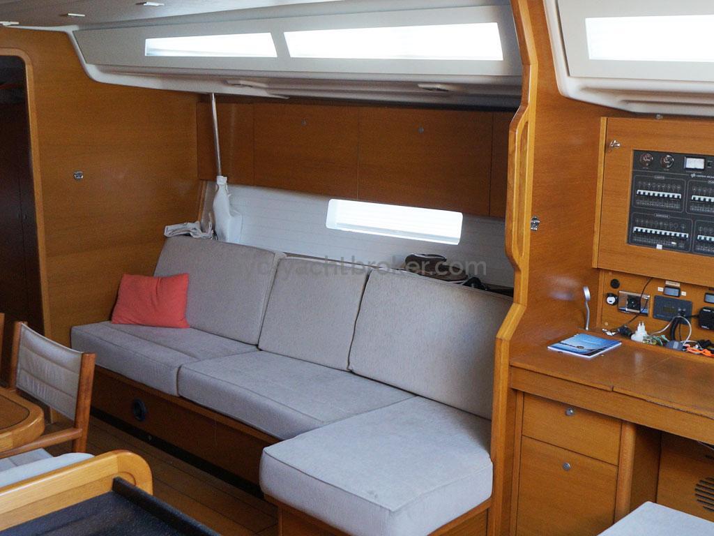 AYC Yachtbroker - GRAND SOLEIL 54 - saloon