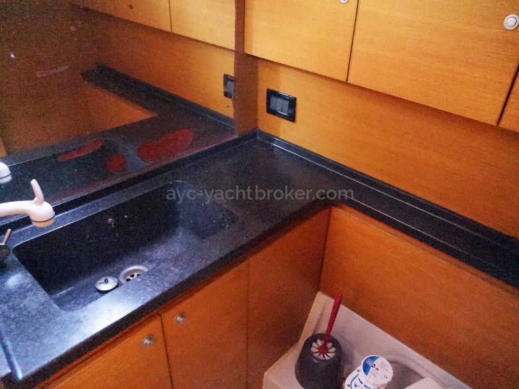AYC Yachtbroker - GRAND SOLEIL 54 - aft bathroom