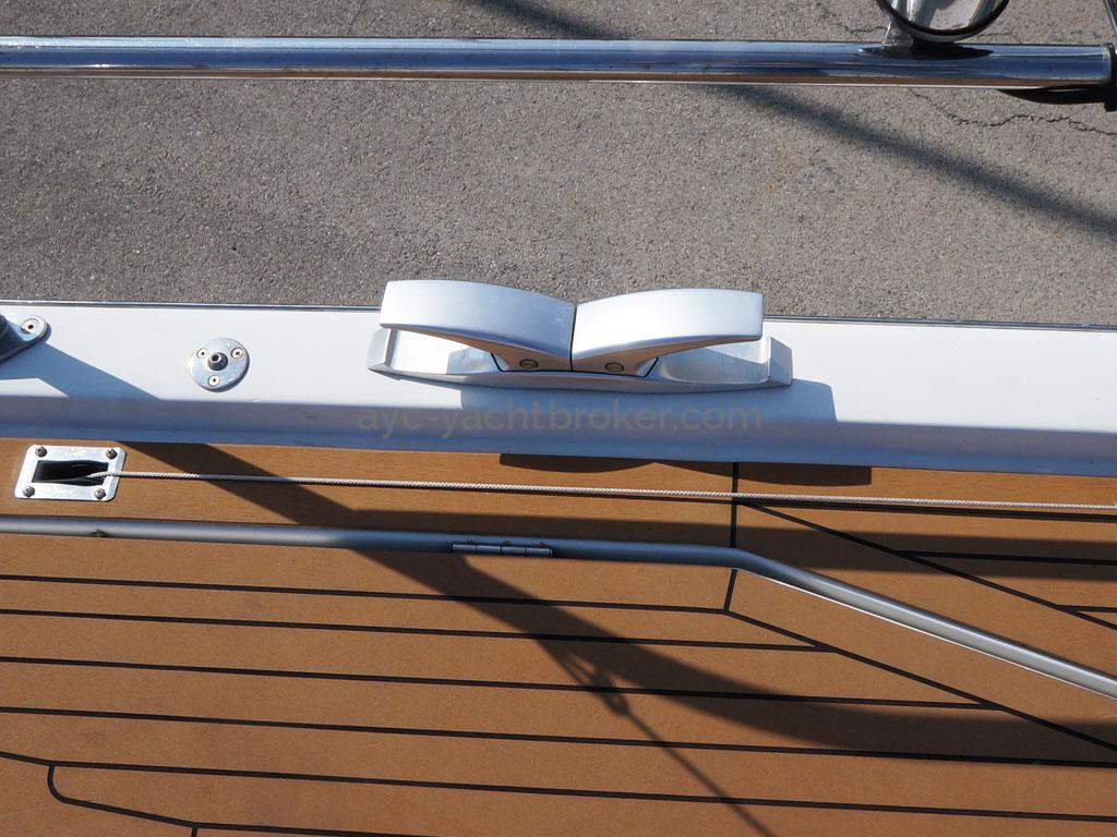 AYC Yachtbroker - GRAND SOLEIL 54 - folding cleat