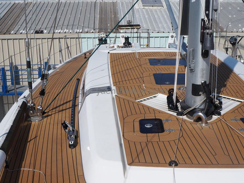 AYC Yachtbroker - GRAND SOLEIL 54 - side deck and roof