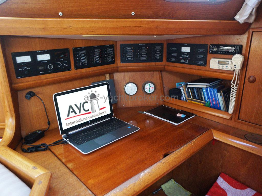 AYC Yachtbroker - table à carte