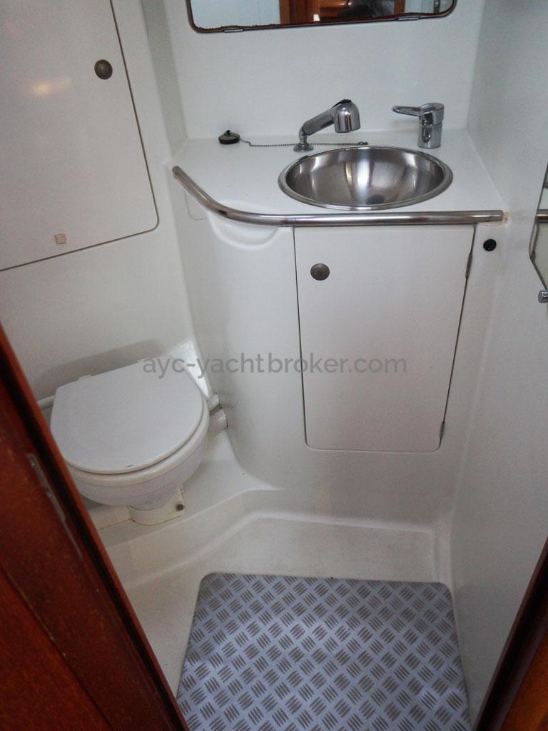 AYC Yachtbroker - salle d'eau arrière