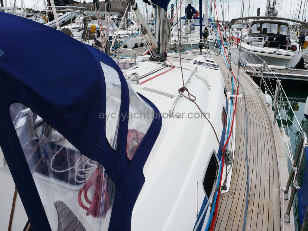 AYC Yachtbroker - Starboard catwalk