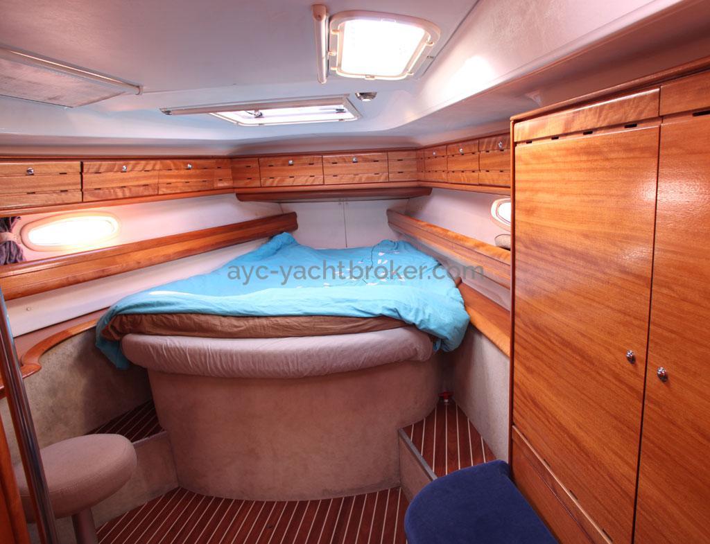 AYC Yachtbroker - Forward cabin