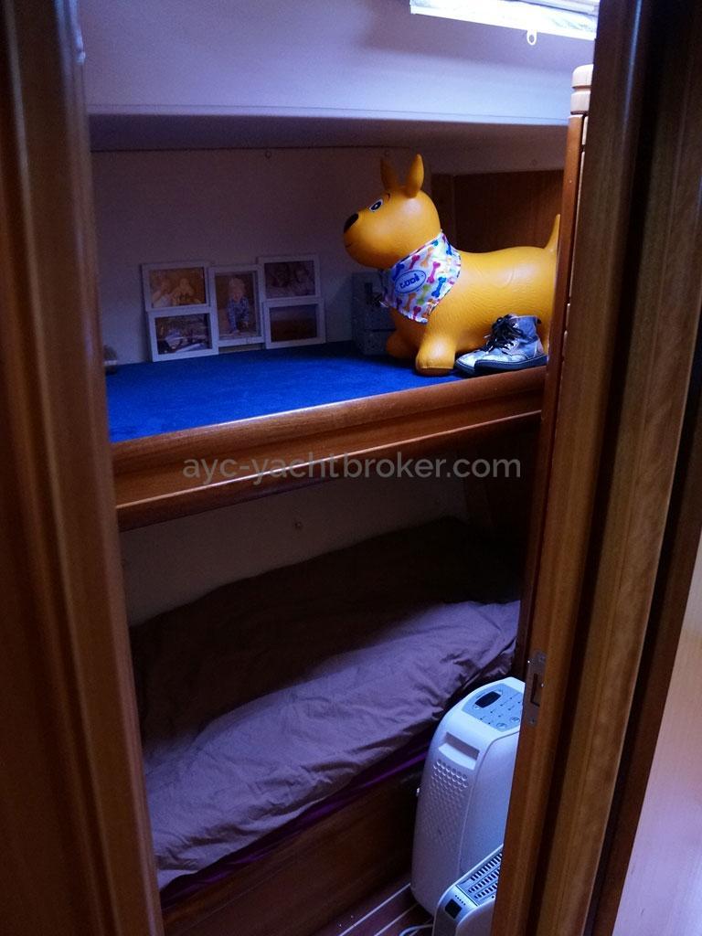 AYC Yachtbroker - Bunk beds port side cabin