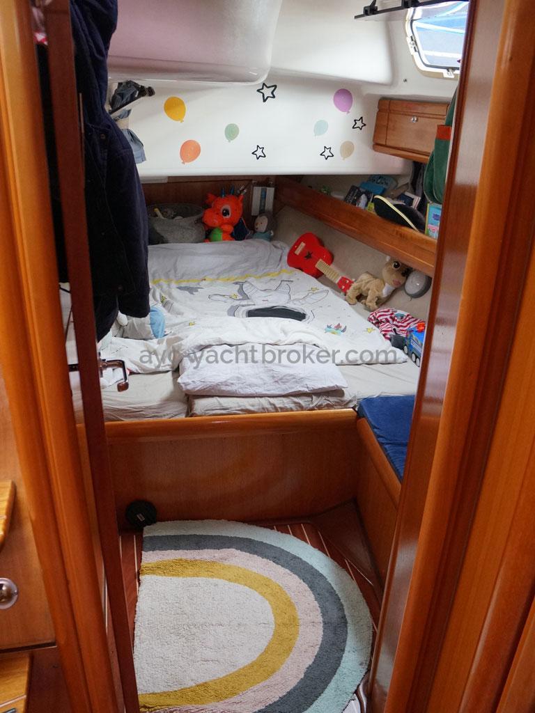 AYC Yachtbroker - Aft port cabin