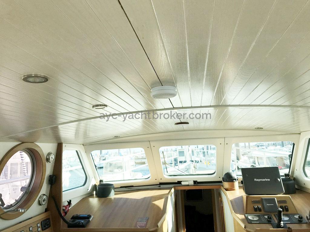 AYC Yachtbroker - Trawler Meta King Atlantique - Ceiling linings