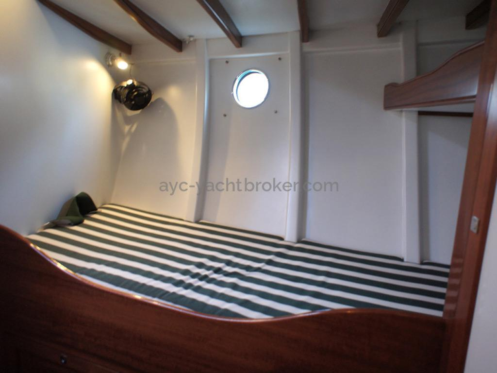 AYC Yachtbrokers - Tocade 50 - Port berth of forward cabin