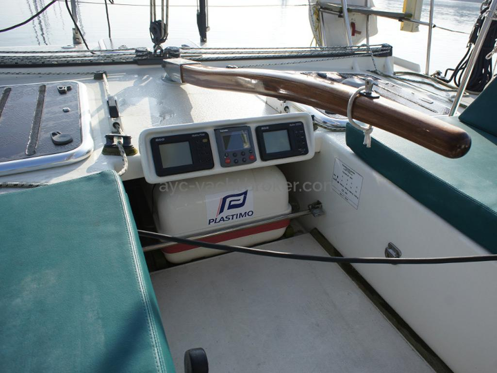 AYC Yachtbrokers - Tocade 50 - Tiller