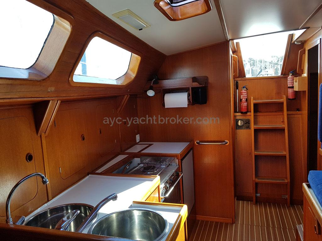 Atlantis 370 - Galley and companionway steps