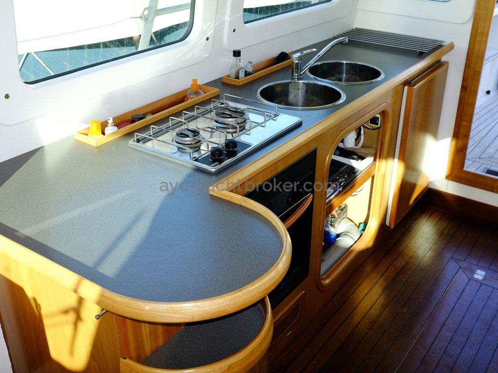 AYC Yachtbroker - Trawler Meta King Atlantique - Galley