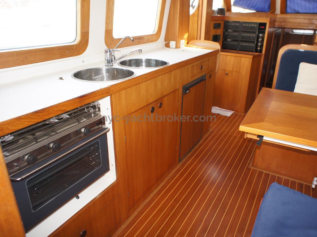 AYC Yachtbrokers - Trawler Meta King Atlantique - Galley