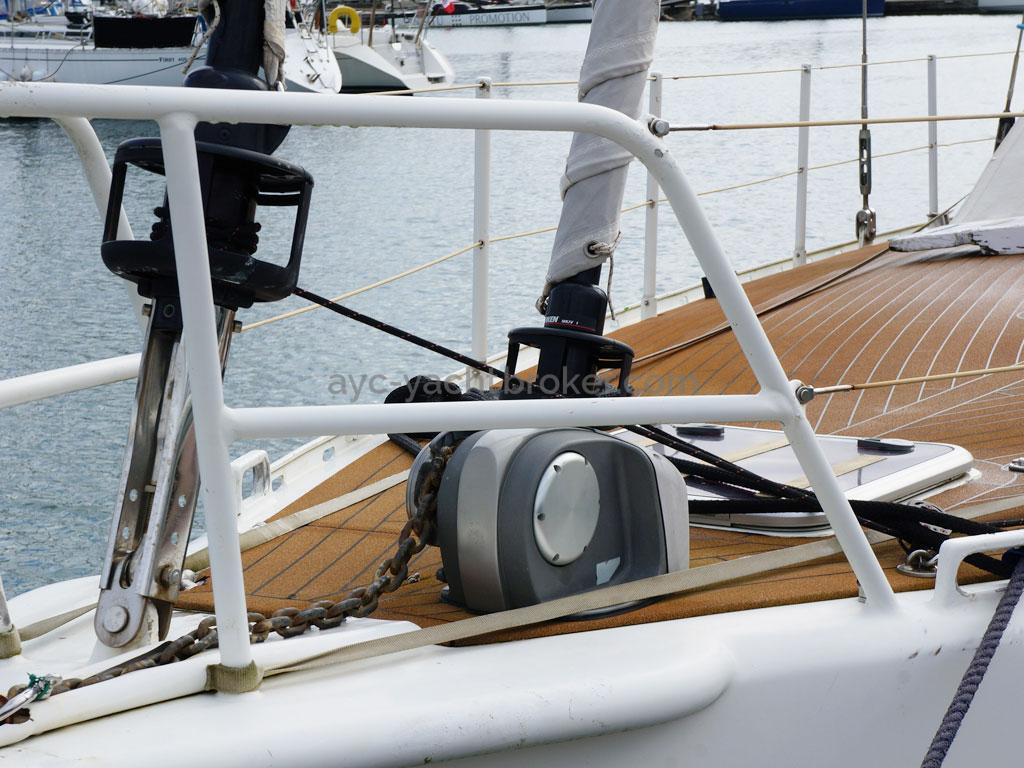 ELLYA 43 - Windlass and pulpit