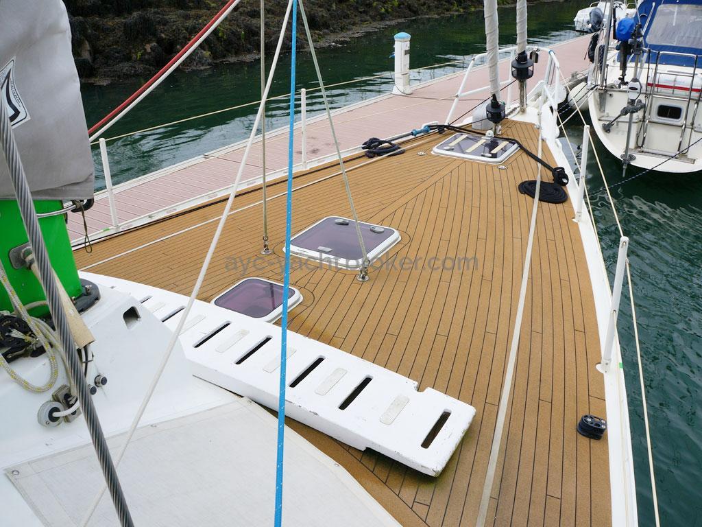 ELLYA 43 - Forward deck