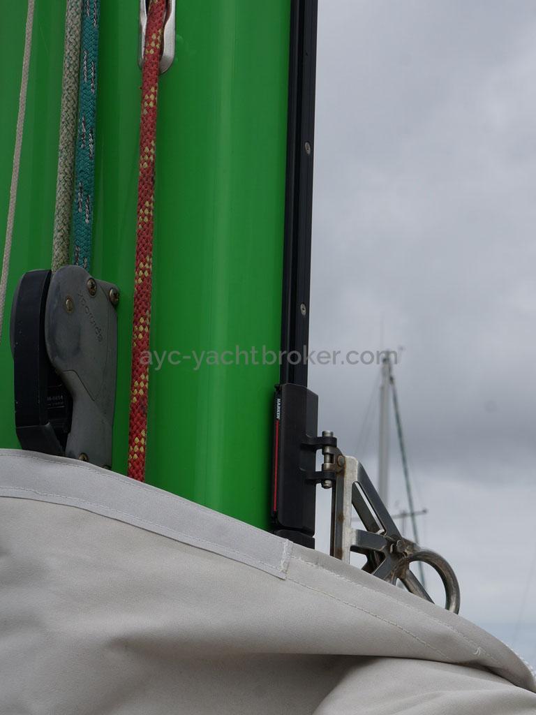 ELLYA 43 - Harken mast track and sliders