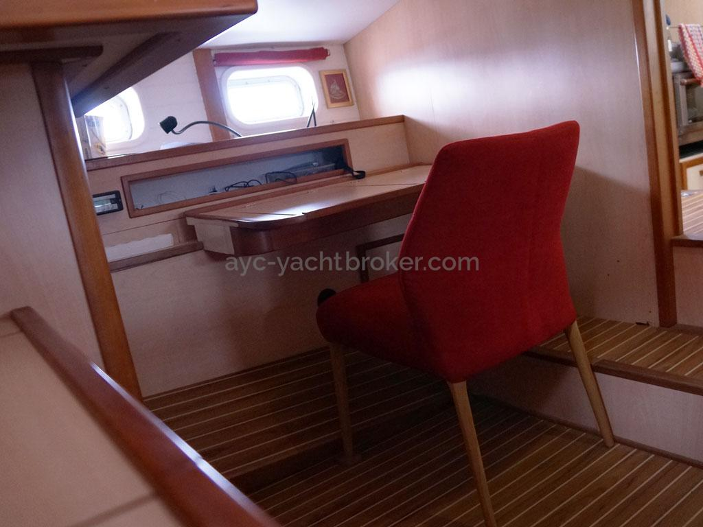 ELLYA 43 - Aft cabin; desk and chair