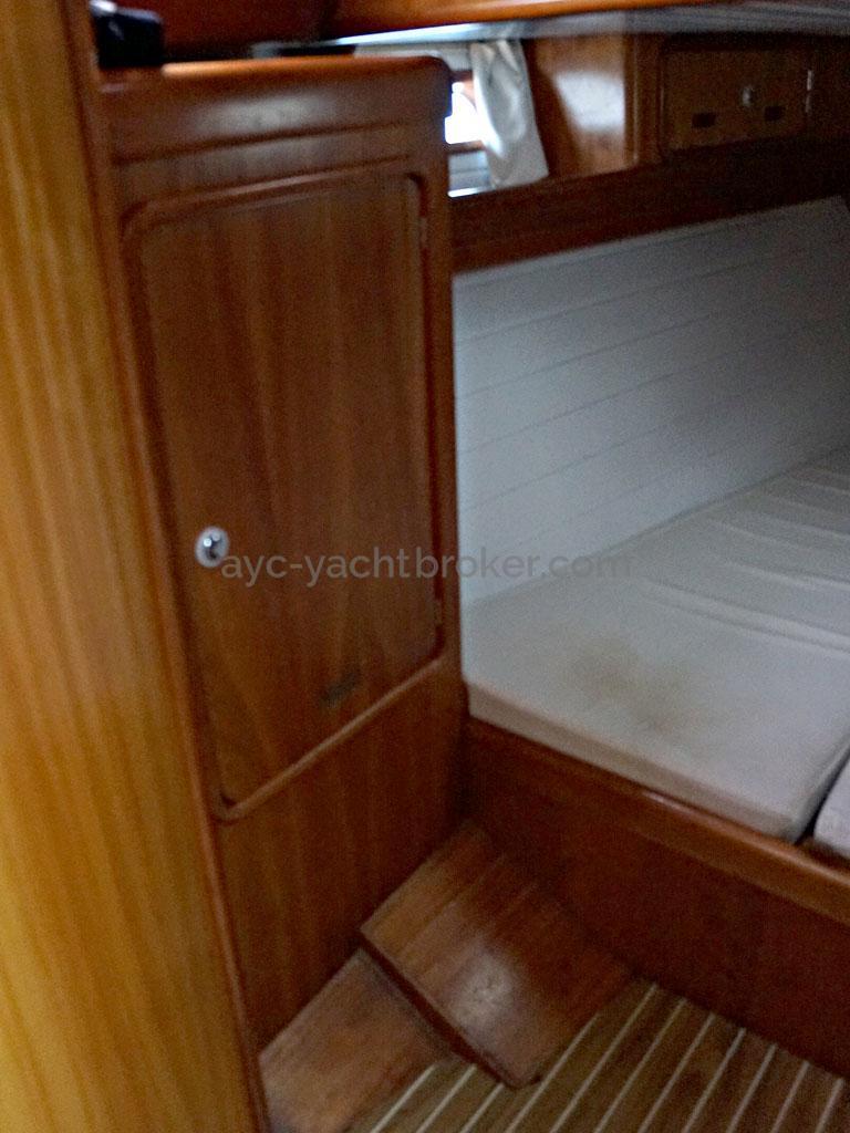 OVNI 455 - Aft starboard cabin / wardrobe