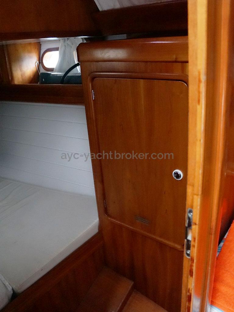 OVNI 455 - Aft port side cabin / wardrobe