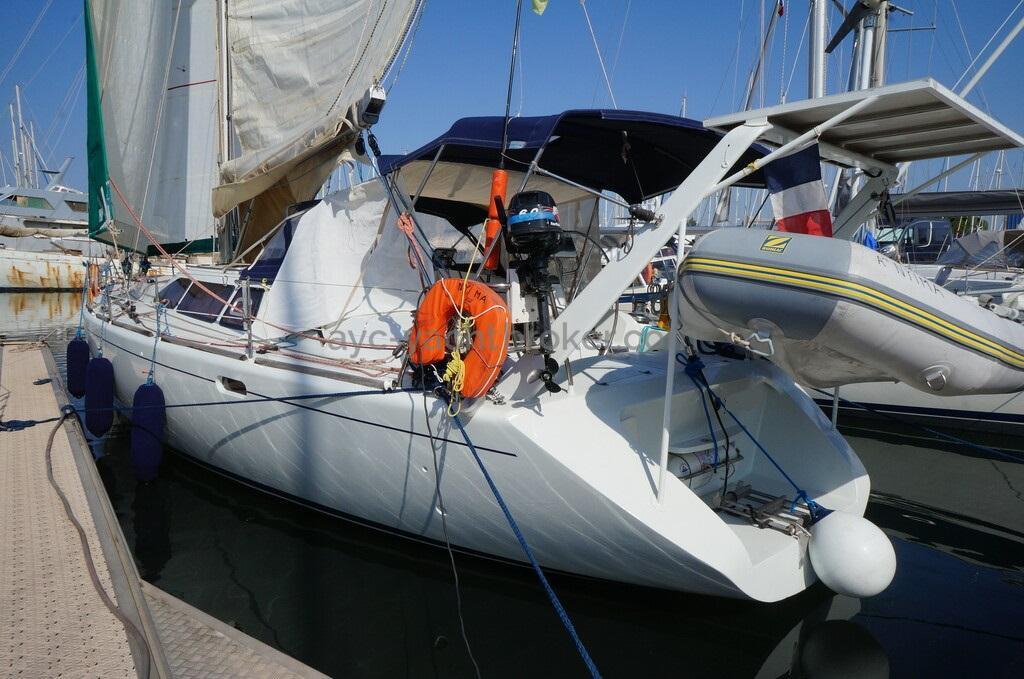 AYC - Universal Yachting 44