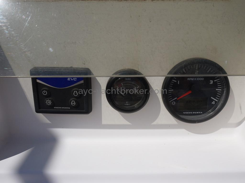 Feeling 44 Di - Engine control panel