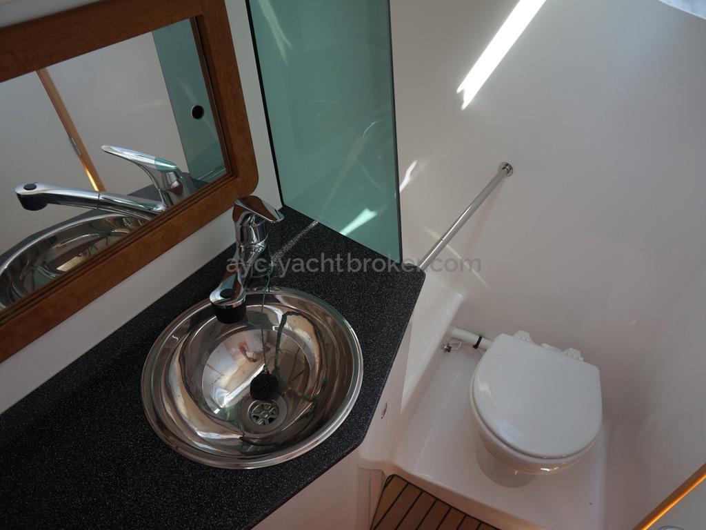 Feeling 44 Di - Aft bathroom