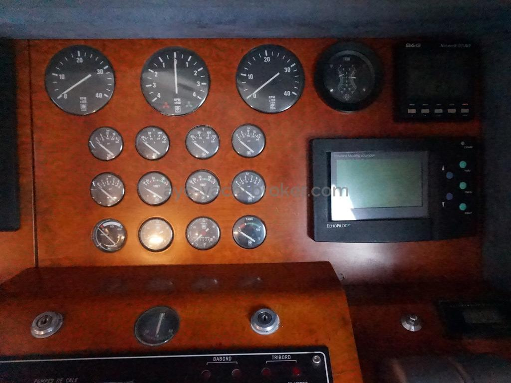 Guy Couach 1800 - Inside steering station
