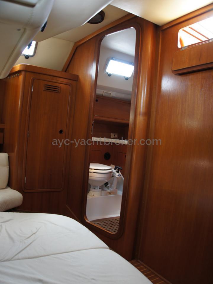 Grand Soleil 45 - Aft cabin's bathroom access