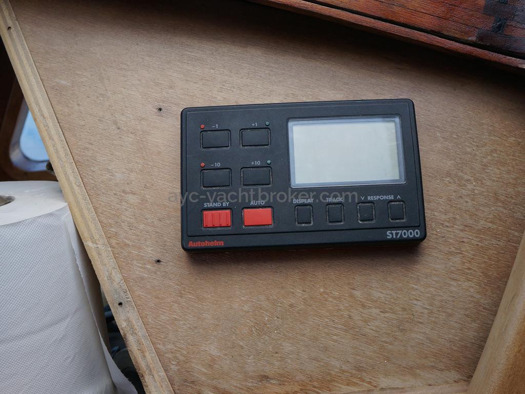 Dalu 47 - Inside autopilot remote control