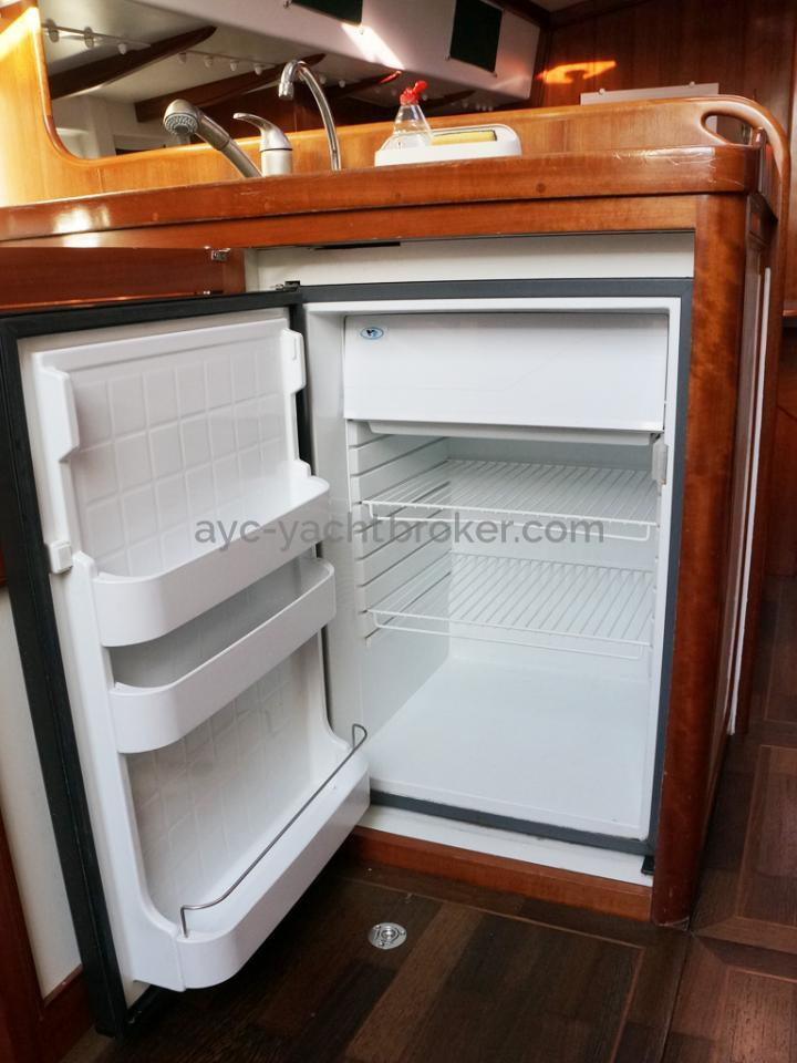 AYC Yachtbrokers - Tocade 50 - Refrigerator