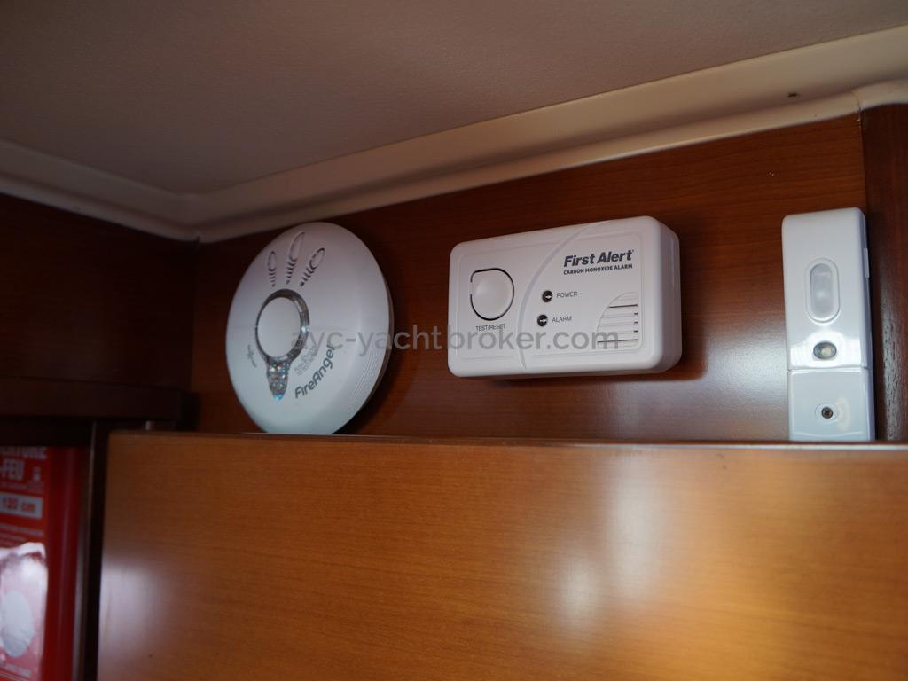 Dufour 485 Grand Large Custom - Carbon monoxyde and smoke detectors