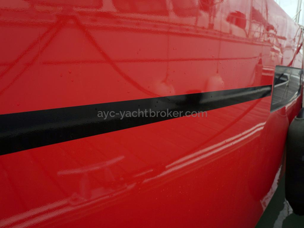 RM 1070 - New red hull paint