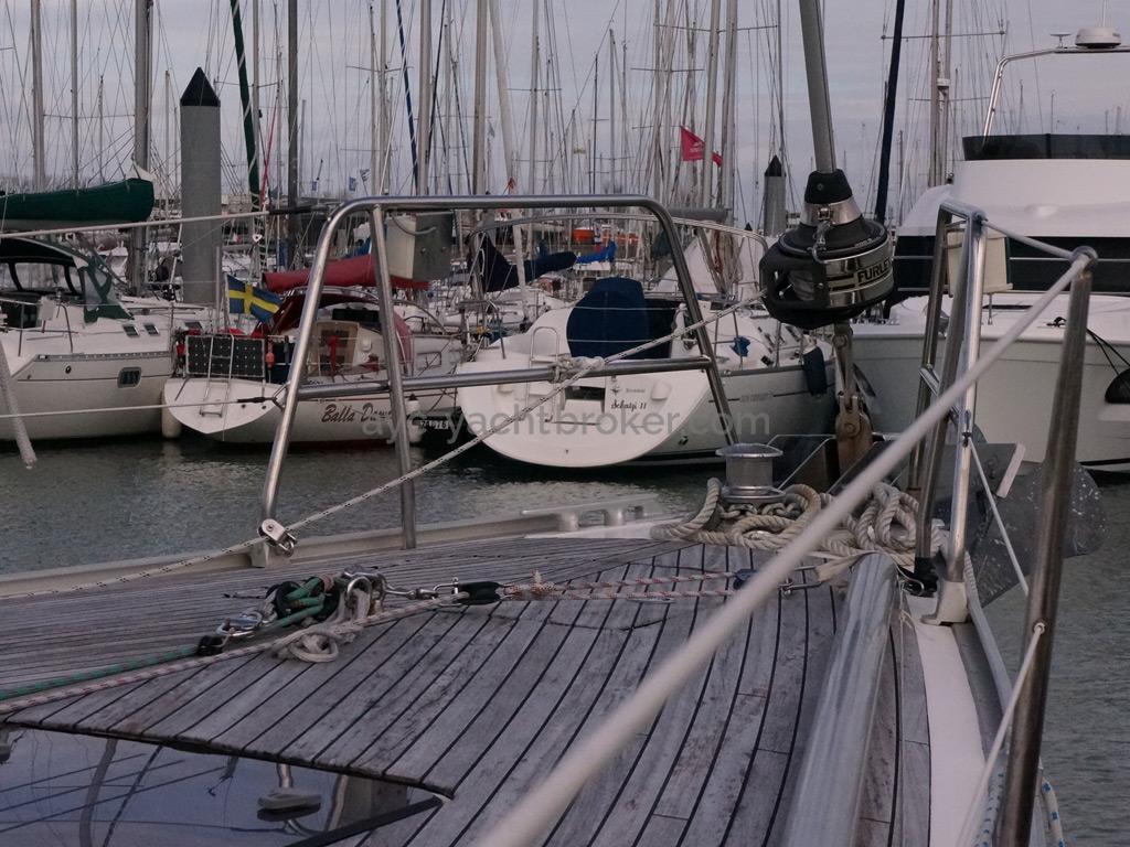 Bavaria 45 Cruiser - Forward deck