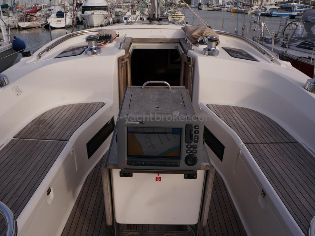 Bavaria 45 Cruiser - Chartploter at the cockpit