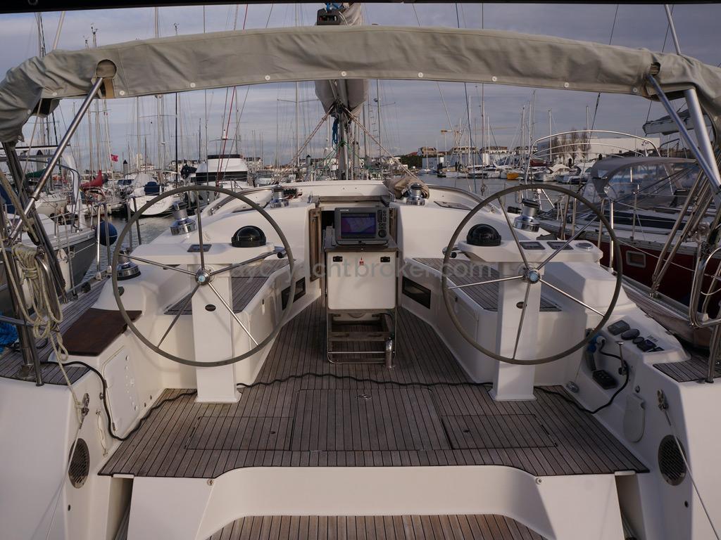 Bavaria 45 Cruiser - Cockpit
