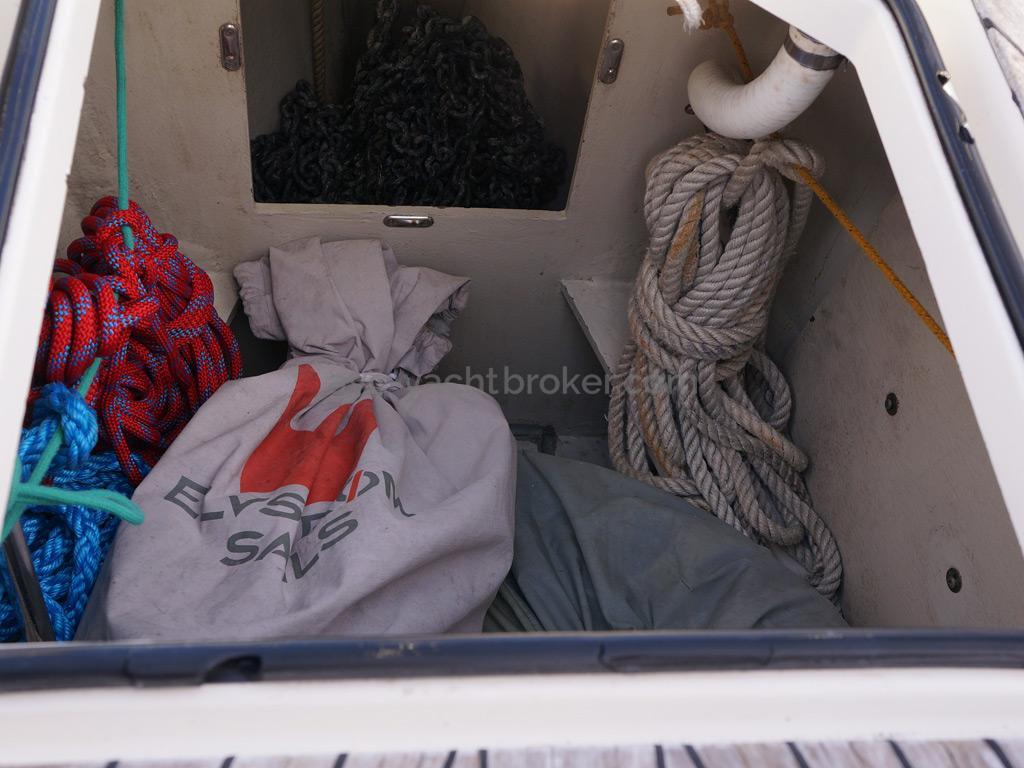 Bavaria 45 Cruiser - Sails locker/anchor locker