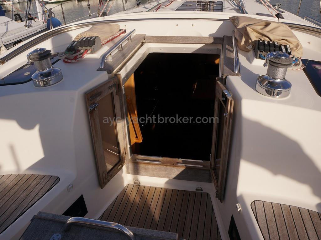 Bavaria 45 Cruiser - Companionway door