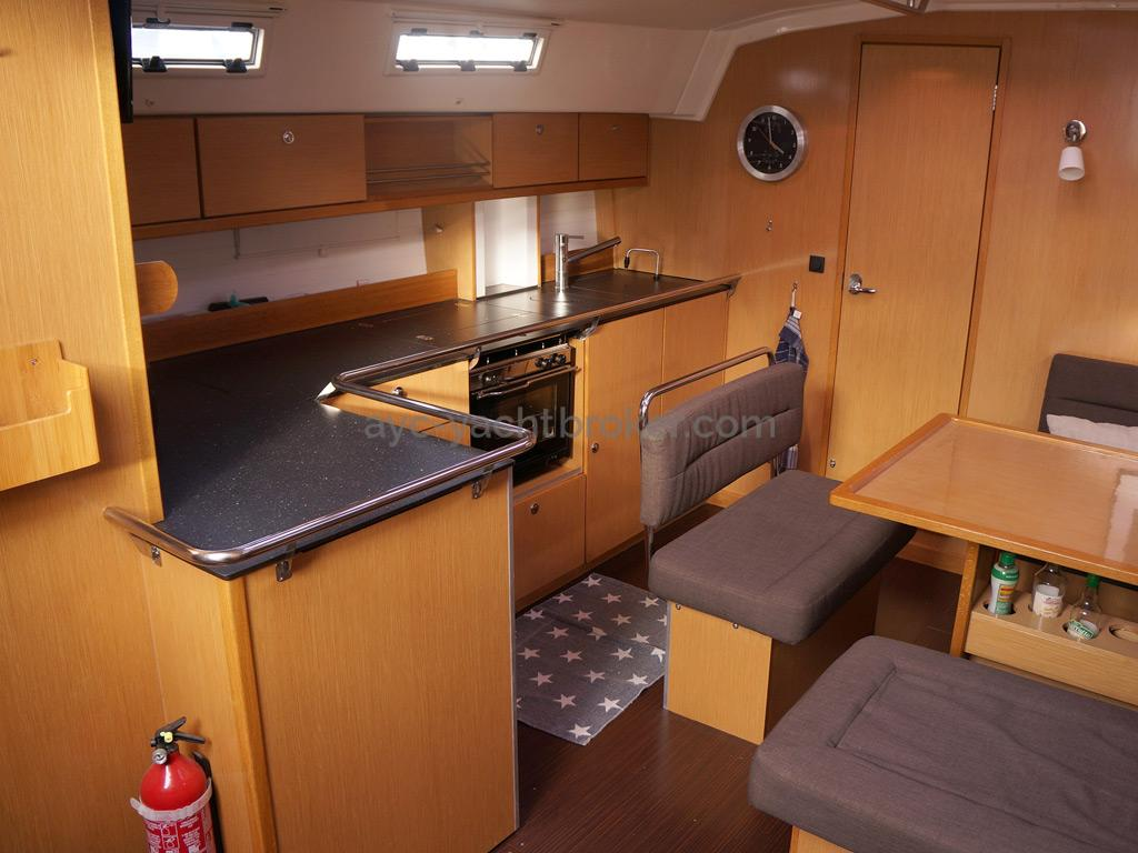 Bavaria 45 Cruiser - L-shaped galley on starboard