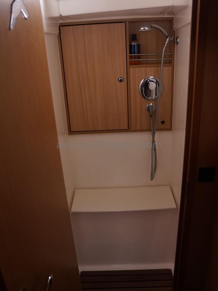 Bavaria 45 Cruiser - Forward cabin's shower