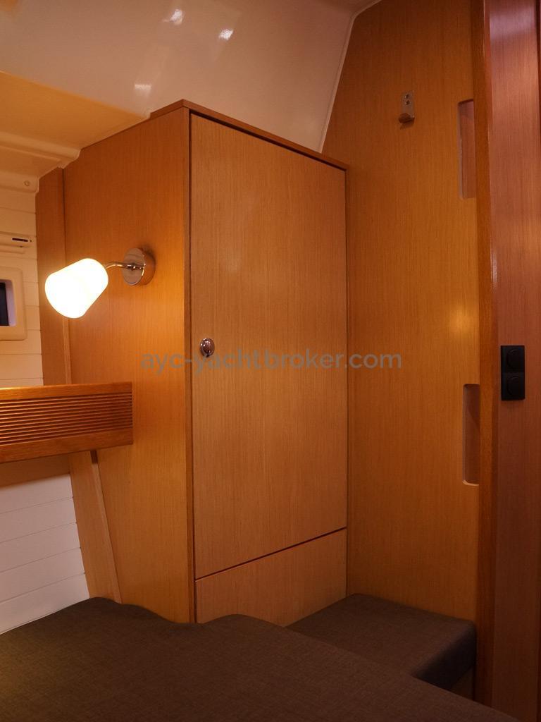 Bavaria 45 Cruiser - Aft port cabin's wardrobe