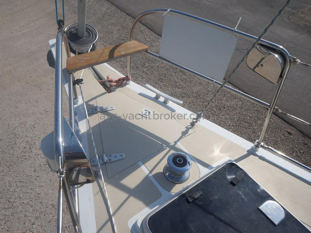AYC - Universal Yachting 44 / 2018 new hull and deck paint