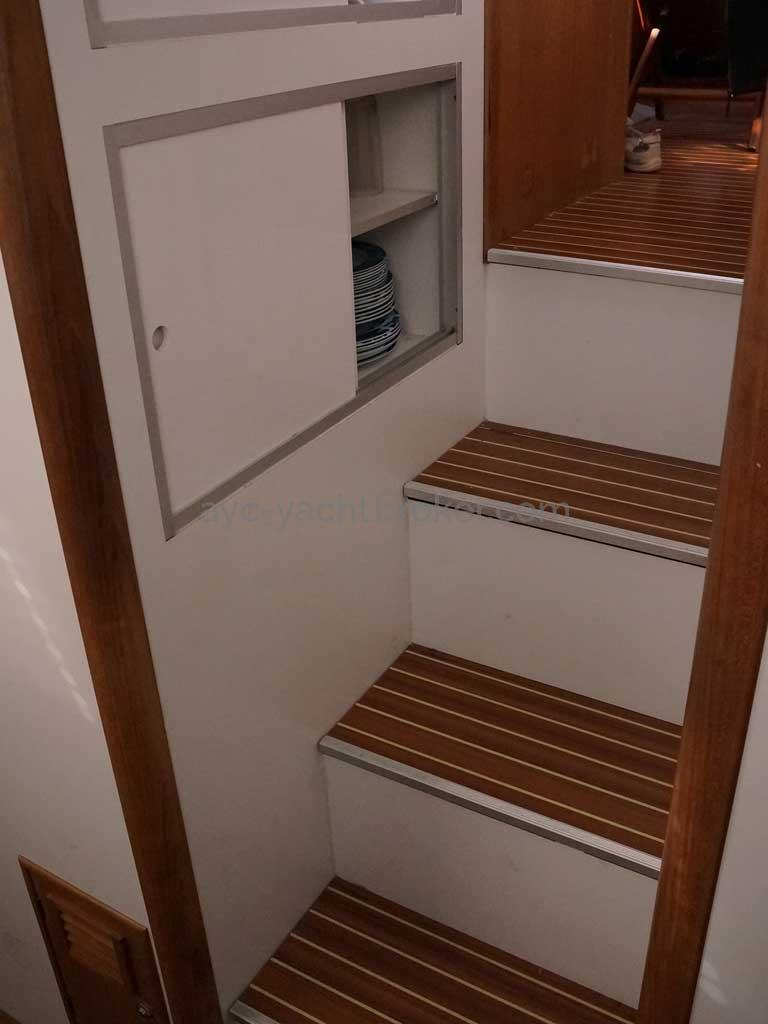 Cat Flotteur 45 - Port side companionway