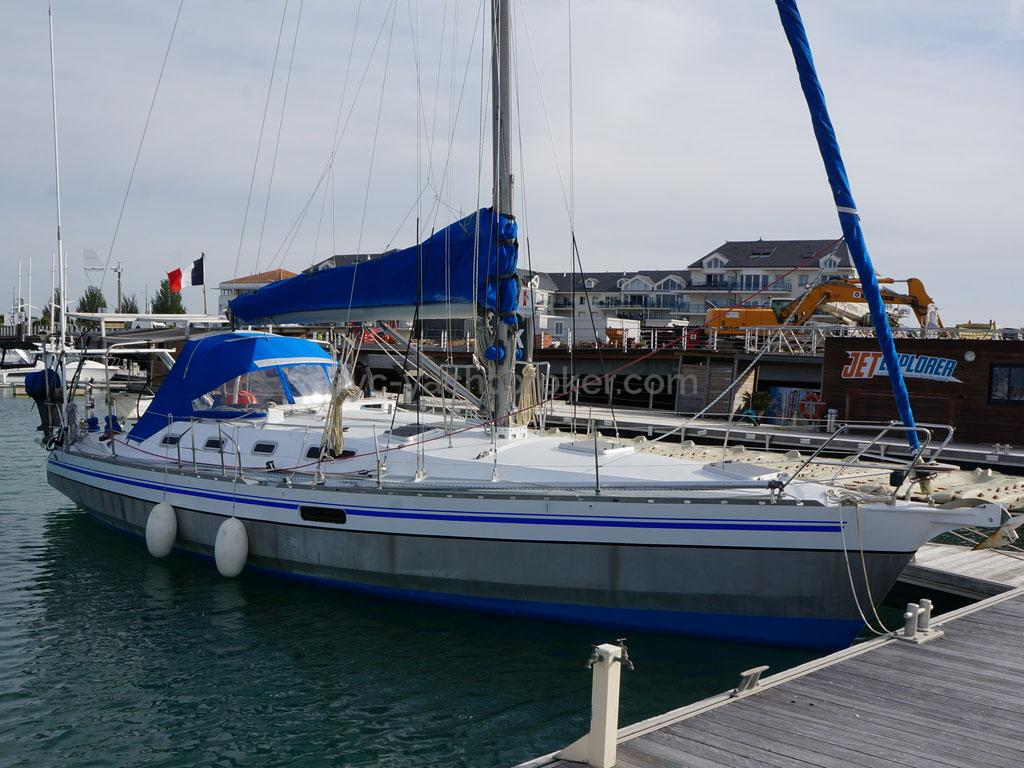 OVNI 385 - Docked
