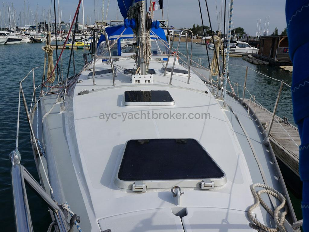 OVNI 385 - Forward deck