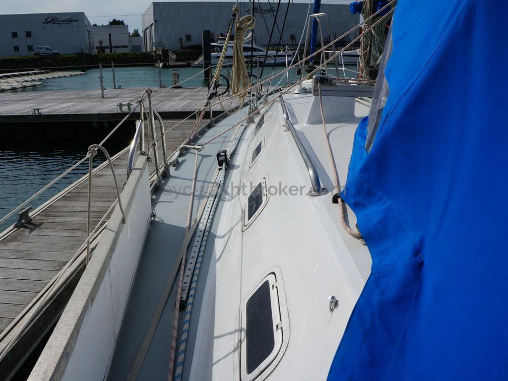 OVNI 385 - Port catwalk