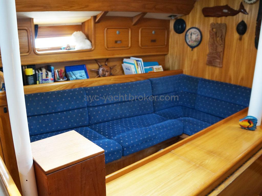 OVNI 385 - Port side benchseat