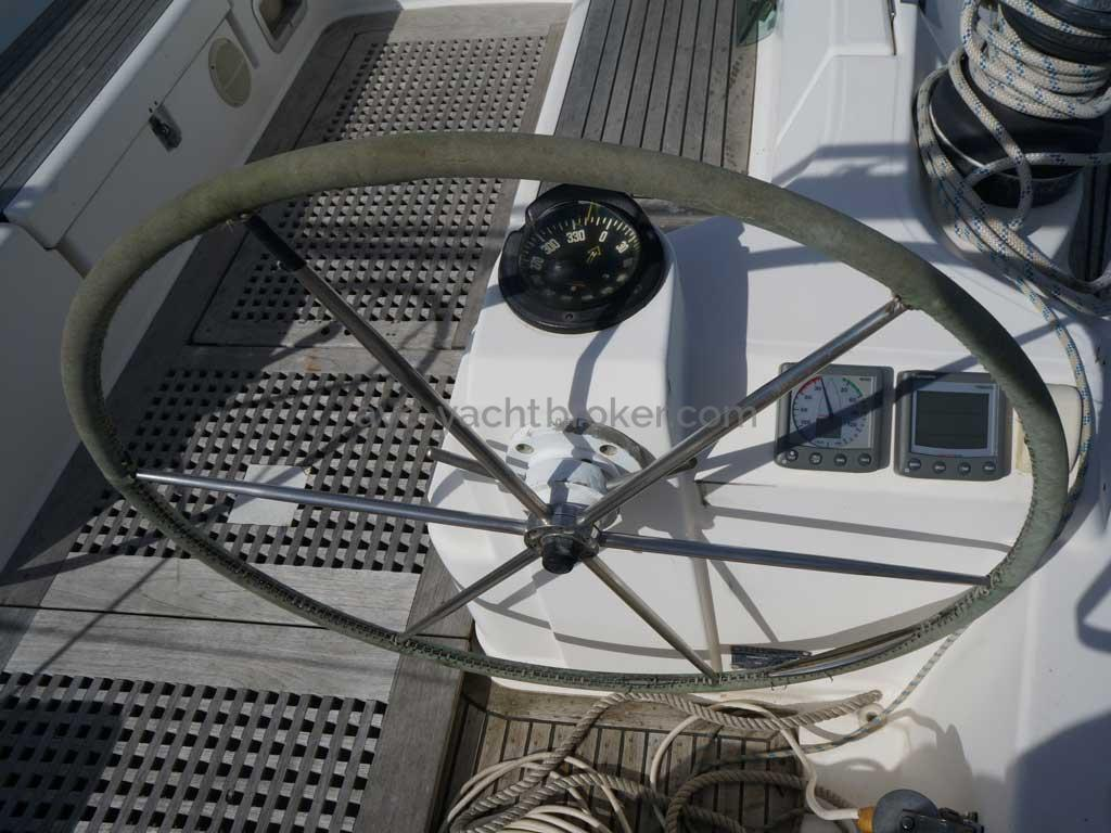 Feeling 546 Prestige - Steering position